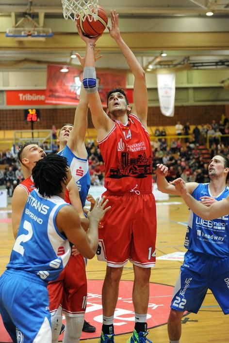 Wie gegen Essen und Dresden wollen Ivan Buntic und die Uni Baskets daheim die Überhand behalten. (Foto: Ulrich Petzold)