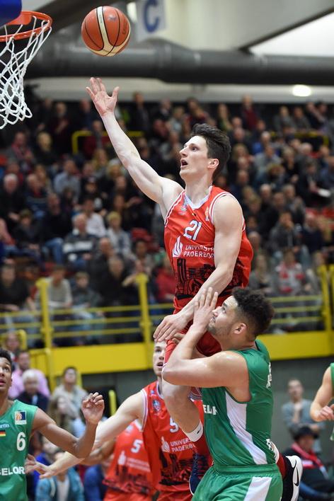 Wollen wie gegen Baunach oben auf sein: Dominik Wolf und die Uni Baskets. (Foto: Ulrich Petzold)