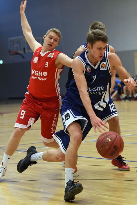 Fritz Hemschemeier (r.) stemmte sich gegen die Niederlage, konnten sie jedoch nicht verhindern Foto: Uli Petzold
