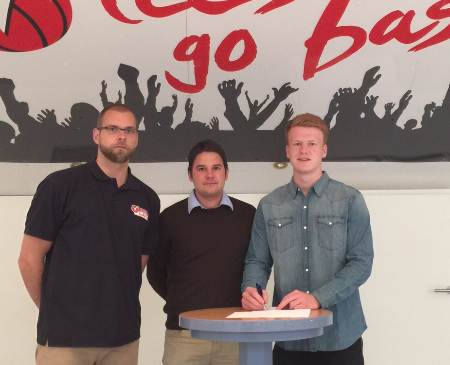 Head-Coach Uli Naechster, Dominik Meyer und Luis Figge freuen sich auf ein weiteres Jahr bei den finke baskets