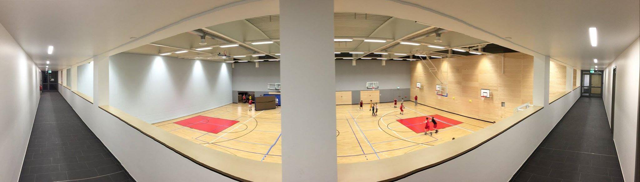 An diesem Wochenende werden erstmals Spiele in der neuen Sporthalle des Reismann-Gymnasiums ausgetragen. Weitere Informationen zu unseren Spielhallen gibt es hier.