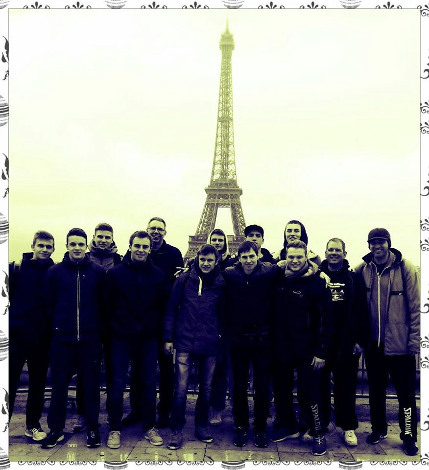 Die Mannschaft beim Zwischenstopp in Paris