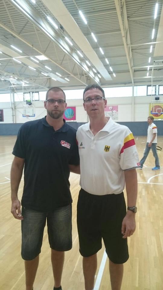 Uli Naechster (l.) mit Bundestrainer und Denver Nuggets-Assistant Coach Chris Fleming (r.)