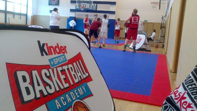 Die Spieler der U14 beider Kinder Basketball Academy