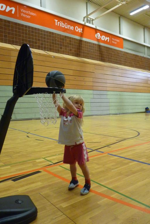 """""""Zwerge und Riesen"""" – Baskets starten KiTa-Aktion und Ballsportschule"""