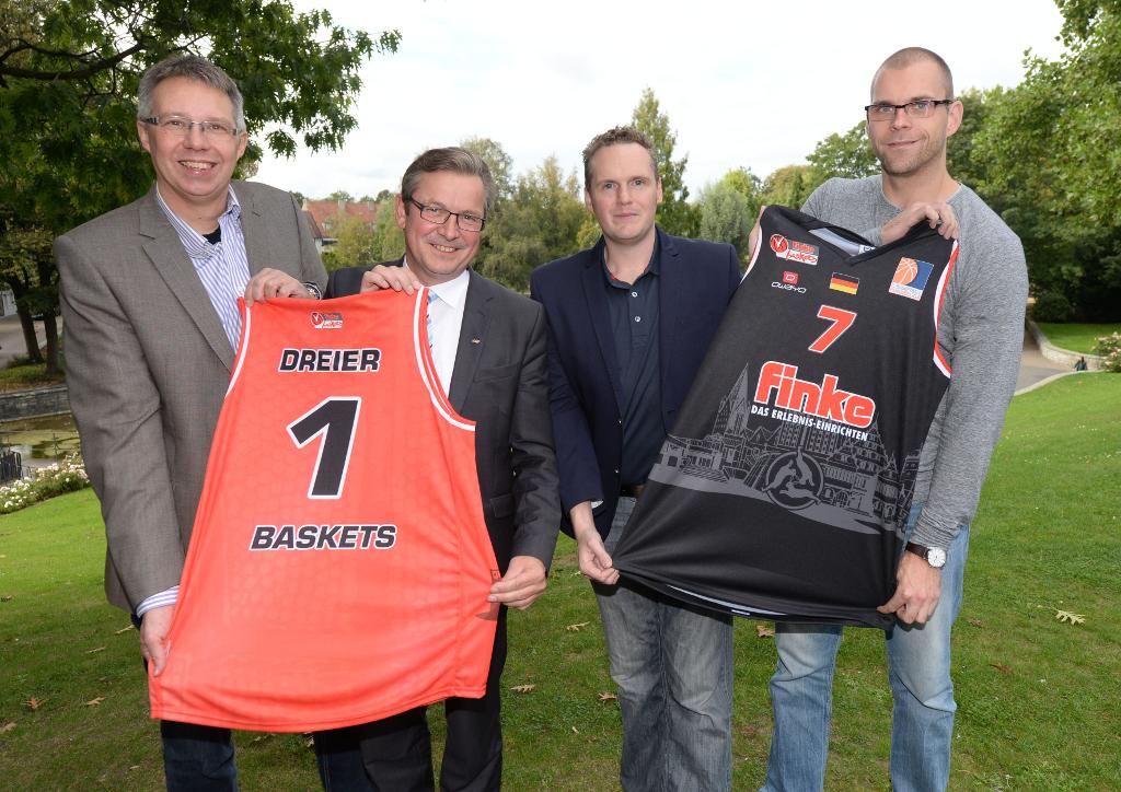 V.l.n.r.: Präsident Christoph Schlösser, Bürgermeister Michael Dreier, Geschäftsführer Patrick Seidel, Trainer Uli Naechster